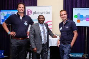 Hans Geertsma en Tiemen van der Tuin met Chief Rodney Monroe op de Information Builders Summit in Breda